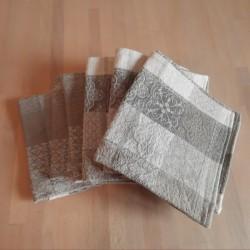 lot 6 serviettes de table 46 x 49cm Jacquard Quadro